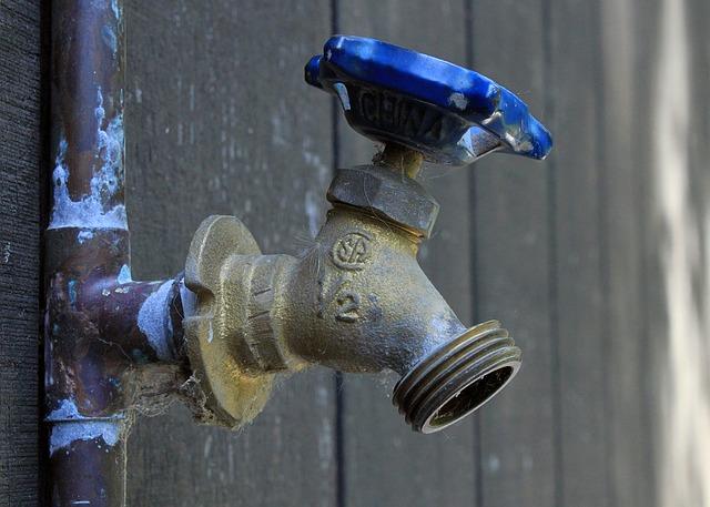 humedad en paredes por fugas de tuberias